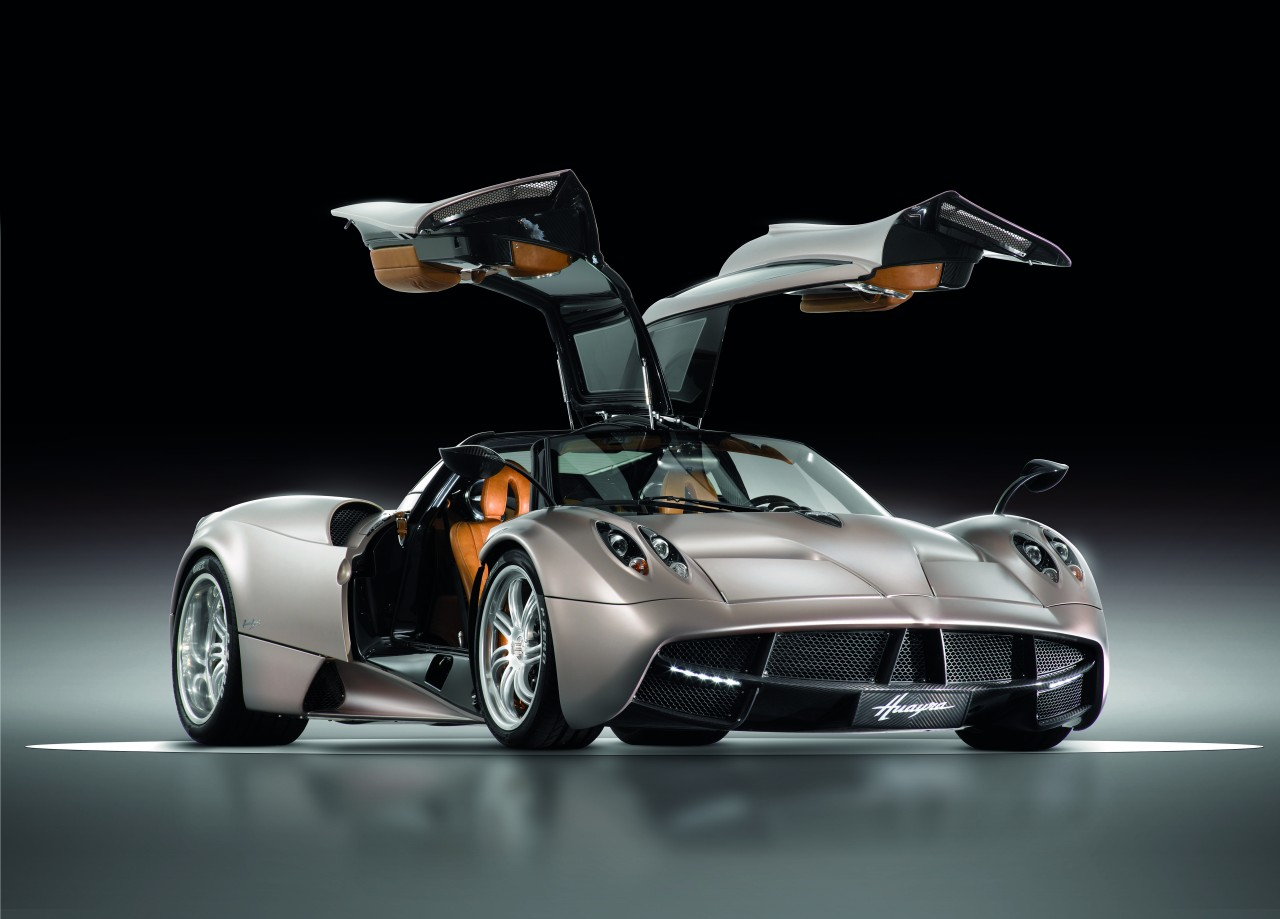 Pagani finally show us the new Huayra
