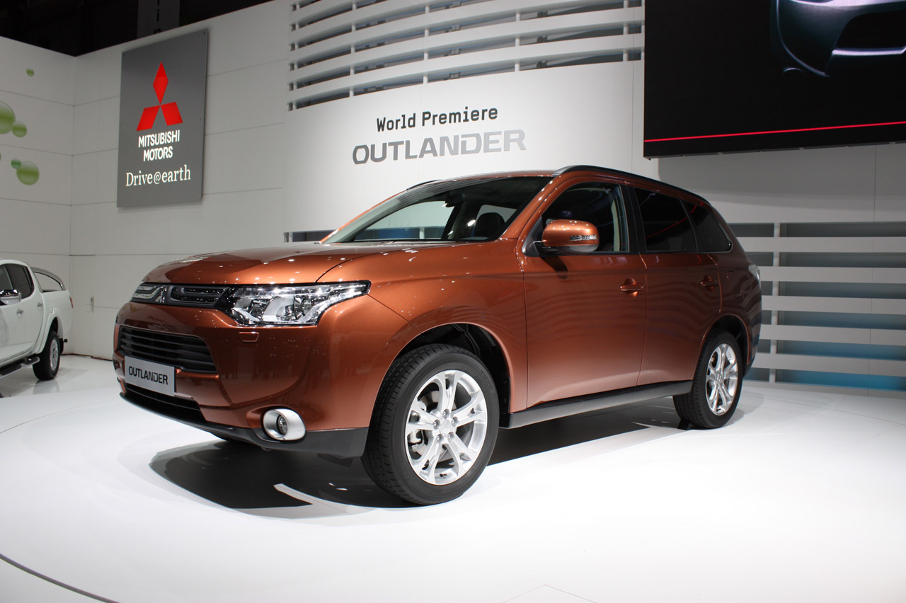 2013 Mitsubishi Outlander makes official debut