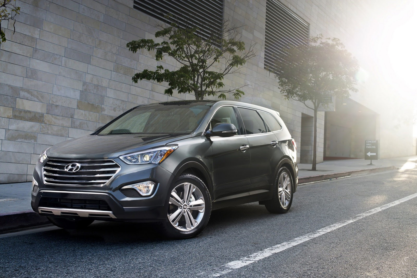 Hyundai officially unveils the 2013 Santa Fe