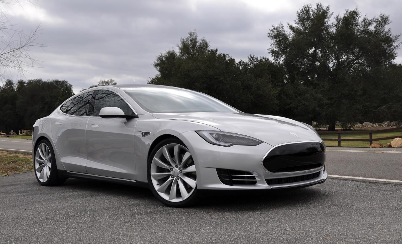 Tesla prices the new Model S from 72,600 in Europe