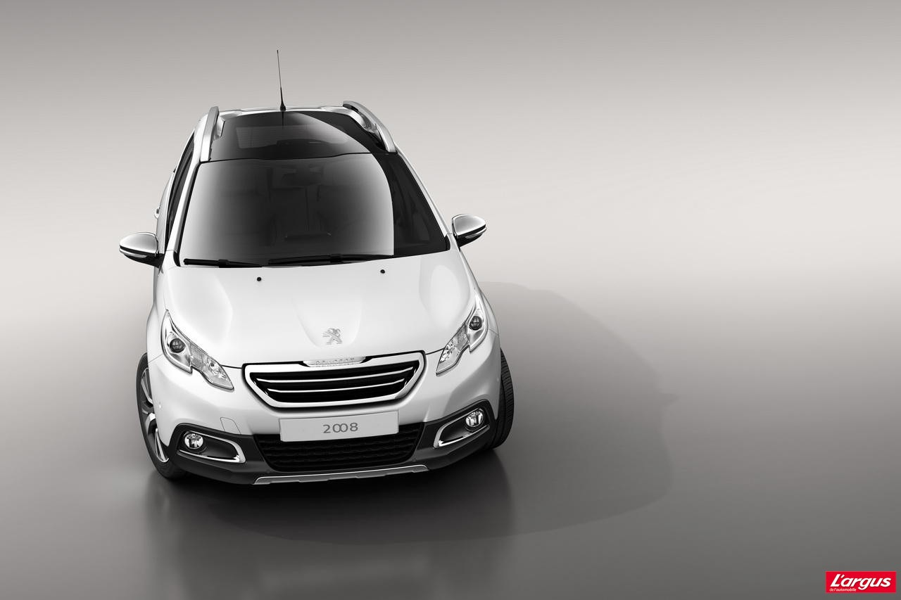 2013 Peugeot 2008 crossover breaks cover