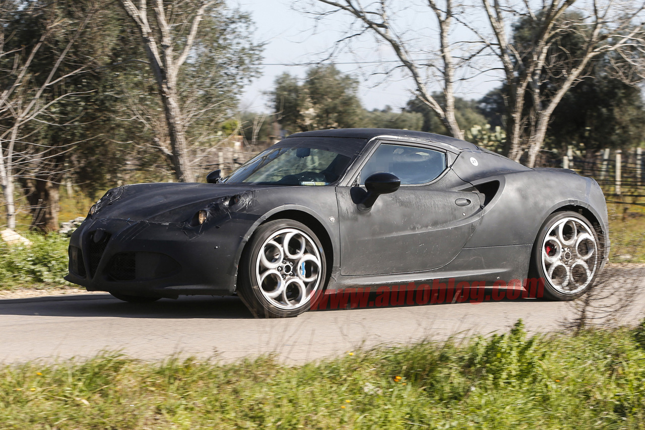 2014 Alfa Romeo 4C could get a roadster version