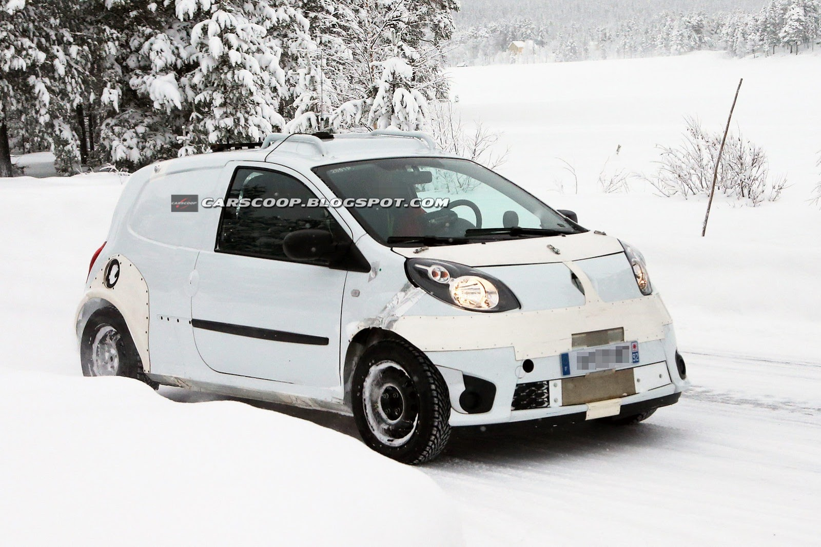 New Smart ForFour spied in the snow