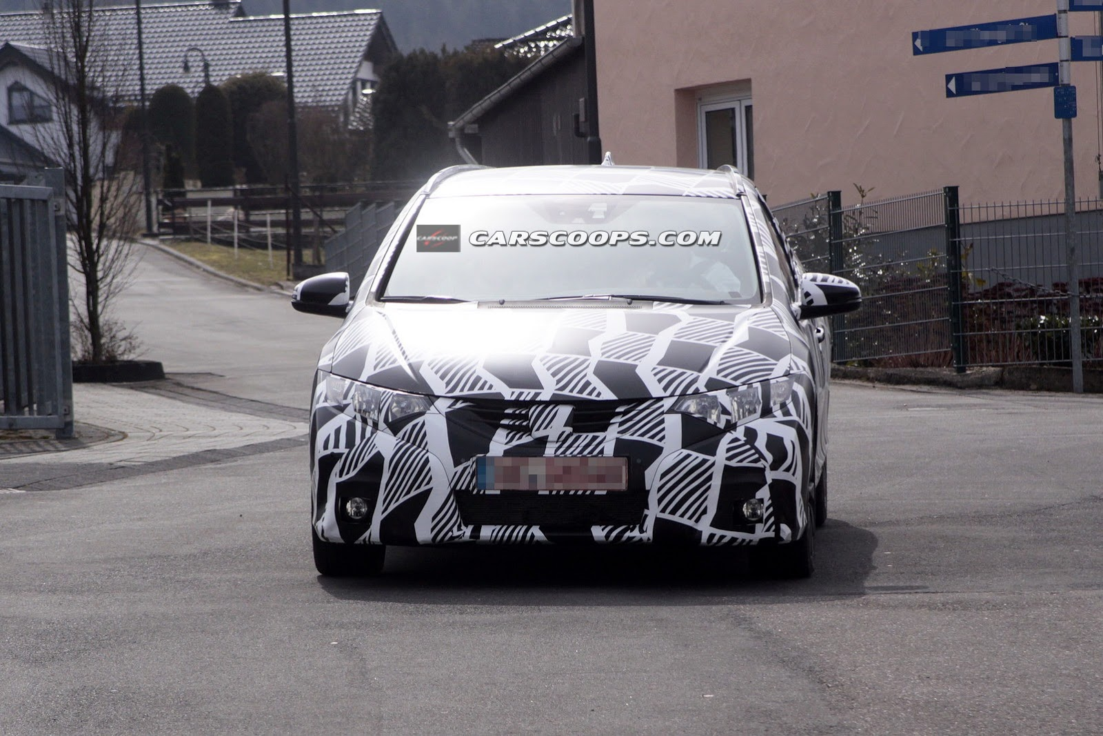 2014 Honda Civic Wagon spied on the road