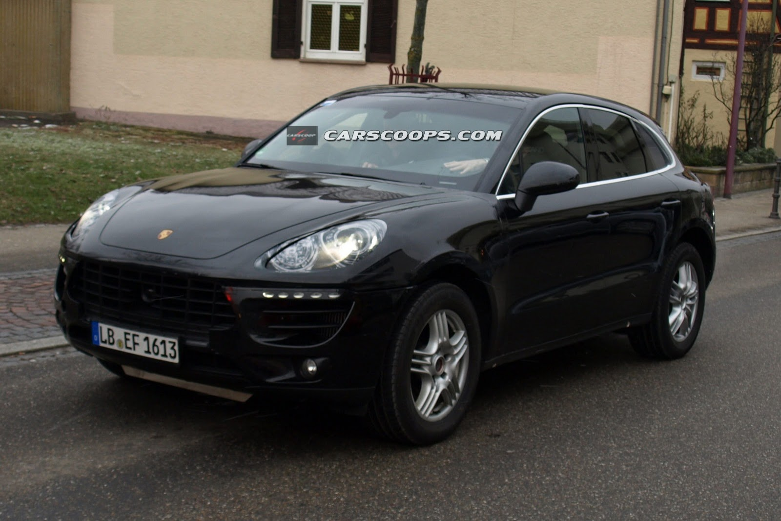2014 Porsche Macan spied at the interior